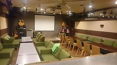 【大ホール】最大45名様までOK!ステージ・照明・プロジェクター完備なのでパーティー・ライブ・イベントなどに大活躍♪さらにバーカウンター完備!!