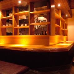 雰囲気も抜群!ゆっくりとくつろいでお食事とお酒を楽しめる空間となっております。