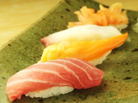 天然物のネタ、こだわりのシャリ、そして季節を握りこむ、心のこもった寿司