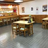 オープンしたばかりの清潔な店内。店内は広々とした空間となっております。