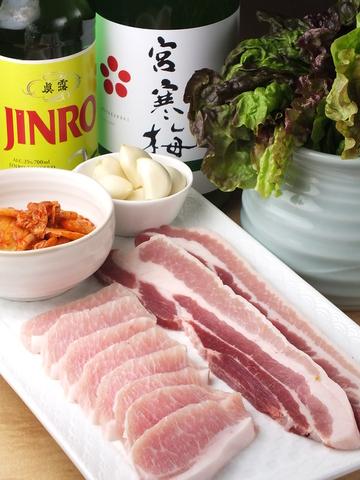 お客さんも病み付きになる本場韓国料理と豊富なお酒を心置きなくご堪能ください