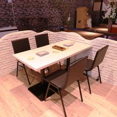 【テーブル席】可動式なので4名様以上のご予約も承ります。