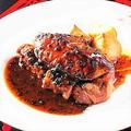 料理メニュー写真佐渡牛フィレ肉とフォアグラのロッシーニ 削りたてトリュフとマデラワインソース