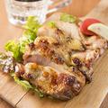 料理メニュー写真■炭火焼の鶏ステーキ■当店のオススメの料理は炭火で焼く鶏ステーキは旨さ倍増の一品です!!