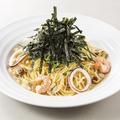 料理メニュー写真タパス風スパゲティー エビ・イカ・アサリのオリジナルボンゴレ!