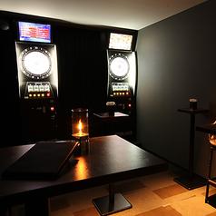 ダーツ2台設置のプライベート空間♪ダーツライブ2EXを2台完備♪2名様~8名様に最適な個室となっております。