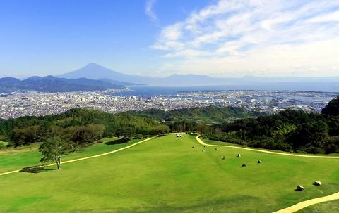 日本平ホテルの6Fにあるラウンジバー。富士山や駿河湾のパノラマを一望できる。