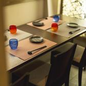 ゆったりとした個室空間♪2名様~40名様までご案内◎旬の牡蠣や新鮮なお魚など厳選素材を使った創作料理の数々を、当店自慢の拘りぬいた日本酒やワインとお楽しみ下さい♪2h飲み放題付3480円(税抜)~ご用意しております。