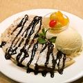 料理メニュー写真焼きたてロティパラタ with バニラアイス (メープルorチョコ)
