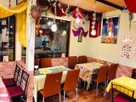 インドの小さな田舎レストランのイメージ