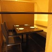 【テーブル席】4名~8名まで対応可能!隣を気にせずこころゆくまで半個室空間で楽しんで♪周りを気にせずお寛ぎいただける個室空間はお勤め先でのご宴会や飲み会、女子会等様々なシーンに最適です◎快適空間でごゆっくりとお過ごしください。