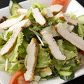 料理メニュー写真胸肉サラダ