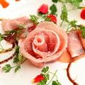 料理メニュー写真生ハム3種盛り合わせ 女王様の薔薇仕立て