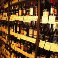 扉を開けるとそこには世界各国の150種類以上の豊富なワインが並んでいます!(1本、1本にワインのこだわりが書いていますので初心者でも安心です!)気になるワインを見つけたら手に取ってご自由にお選びください!まるで気分は世界旅行!?