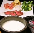 料理メニュー写真ローストビーフの石焼チーズフォンデュ