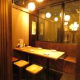 【6名様までご利用いただけるテーブル席】仕切りのあるテーブル席になります。周りを気にすることなくお食事を楽しめる個室席は大変人気ですので、個室をご希望の際にはご予約がおすすめです♪すすきの駅徒歩3分の居酒屋「札幌ぶたや」なら少人数での飲み会も大人数でのご宴会もお任せ下さい♪