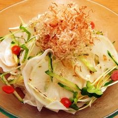 料理メニュー写真大根と梅肉のサラダ