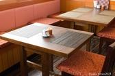 4人掛けが2つと2人掛けが1つございます。ホール、カウンター席とは仕切ってありますので落ち着いてお食事が出来ます。