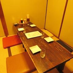 【仲間との飲み会に】4名様収容可能な半個室。ゆったりくつろげるお座敷の席です。