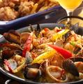 料理メニュー写真地中海パエリア 海の幸と彩り野菜も (2~3人前)