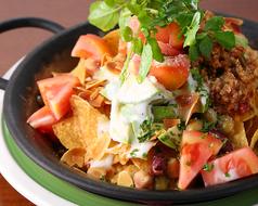 料理メニュー写真サルサミンチとメキシカンサラダ