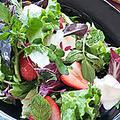 料理メニュー写真いちごとブルーベリーのフルーツサラダ