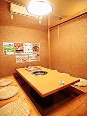 明るい雰囲気の個室