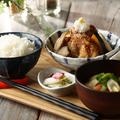料理メニュー写真自家製だしの国産鶏唐揚げおろし定食(梅・生姜)