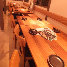 1F:テーブル席を繋げれば12名様のご宴会が可能です!