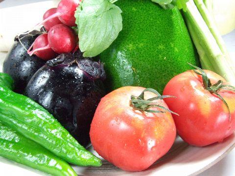 丹波篠山の契約農家から、その日に収穫した新鮮な京野菜を仕入れます。