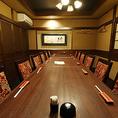 【2階テーブル個室】10名様~42名様までご利用いただける、中規模・大規模のご宴会にぴったりな個室です。こちらのお席は足元もゆったり座っていただけて、お寛ぎいただけます。会社宴会、接待、二次会、同窓会にお勧めです◎国分町居酒屋「炉だん」で、美味しい料理とお酒を味わいながら、楽しい時間をお過ごしください。