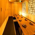 【最大24名様まで】ナチュラルモダンな雰囲気のテーブル個室席は、会社の宴会はもちろん打ち上げパーティにもおすすめ。こだわりの詰まった九州料理だけでなくドリンクも幅広く取り揃えておりますので、思い出に残るひとときを過ごせるはず。