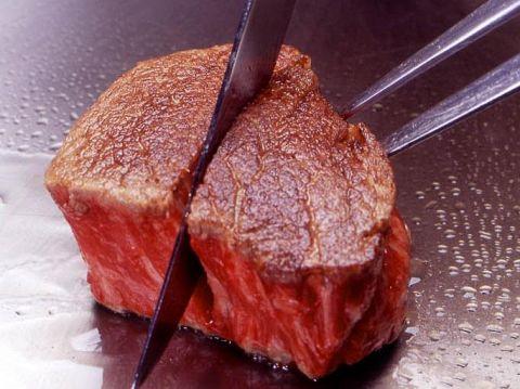 神戸牛ステーキの店の代表格といえば、【ビフテキのカワムラ】肉質、雰囲気共に一流。