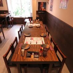 テーブルをくっつけて8名様でも楽々にお座りできるお席ご用意しております。小宴会でも是非ともご利用下さい。