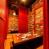 蒲田駅チカでゆったりな掘りごたつ個室も完備しております!席幅も広々としておりますので、食べ放題飲み放題メニューを思う存分お楽しみに♪お勤め先でのご宴会、同窓会、誕生日等のお祝いパーティー、多様なシーンでご利用頂けます。トップシーズンは空き状況をご確認することをお勧めします。焼肉太郎蒲田西口店