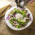 料理メニュー写真イタリアのチーズの王様パルミジャーノかけ放題!!シーザーサラダ