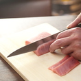 「丸九(まるきゅう)」土浦店の腕利き料理人が毎日、鮮魚をさばいています。もつ鍋、地鶏だけでなく「刺身」もおすすめです!