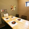 フロアのテーブル席。女子会や小宴会、飲み会に
