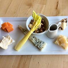 料理メニュー写真チーズ3種盛り合わせ