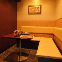 4名様までご利用頂けるこちらのお席はデートにオススメです。落ち着いた和テイストの雰囲気をお楽しみ下さい。