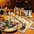 仲間同士で囲炉裏を囲んで、旨い肴と旨い酒を愉しむ。当店では、そんな贅沢な時間をお愉しみ頂けます。囲炉裏焼きが愉しめるプランは3000円~ご予算に合わせてご用意!獺祭・作 恵乃智・長良川 三代目など、プレミアムな日本酒も多数ご用意しております。日本酒が好きなだけ愉しめるプレミアム飲み放題は2500円でコスパも◎