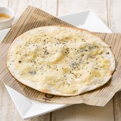 4種チーズのトルティーヤピザ