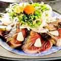 料理メニュー写真藁焼き鰹のたたき
