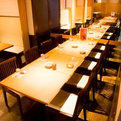 ■お履き物を脱がずにご利用いただけるテーブル席。こちらは最大20名様までご利用いただけます。