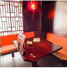 周りを気にせずお食事を楽しめる個室を多数ご用意しております。