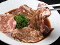 料理メニュー写真熟成骨付き豚カルビ(テジカルビ)