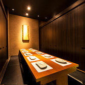 横浜店は全席扉付き個室席となっておりますので、合コンやデートなどにピッタリ!他人の目が気にせずお楽しみいただけるプライベート個室空間です。横浜での親しい友達同士の飲み会や同窓会、歓送迎会、会社飲み会、女子会、イベントなどにもうってつけ♪【横浜駅徒歩1分 横浜全席個室居酒屋六郷  横浜店】