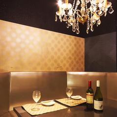 L字ソファーの個室★オシャレで雰囲気抜群なので女子会にも人気のお席です。プライベート空間でまわりを気にせず思う存分食べ放題・飲み放題をお楽しみください♪