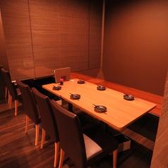 半個室風に仕切られたテーブル席は4名~6名様に最適!