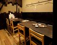 当店唯一のテーブル個室9名様席は有名デザイナーが手がけたおしゃれな空間でゆったりとした時間をお過ごし頂けます。